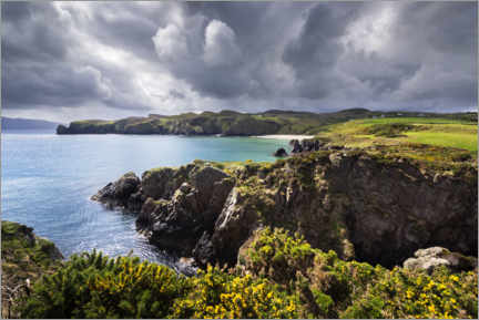 Canvas-taulu  Threatening clouds over the coast and bays of Ireland - The Wandering Soul