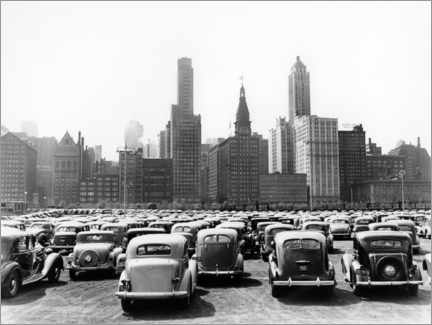 Canvas-taulu  Classic cars in front of the Chicago skyline