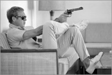 PVC-taulu  Steve McQueen with revolver - Celebrity Collection