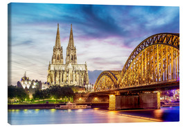 Canvas-taulu  Lighted Cathedral with Rhine and Bridge, Cologne