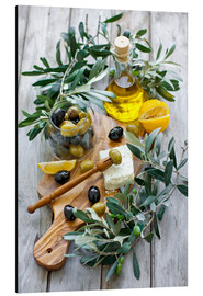 Alumiinitaulu  Green and black olives with bottle of olive oil