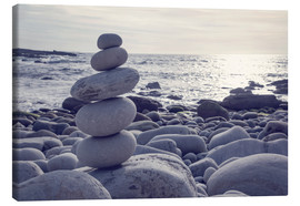 Canvas-taulu  Pyramid of pebbles on the sea front - Elena Schweitzer