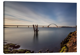 Canvas-taulu  Fehmarnsund Bridge in the evening light (long exposure) - Heiko Mundel